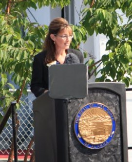 Sarah at Podium with State Seal at Farwewell Address