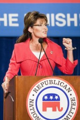 Sarah gestures during RNC rally in FL