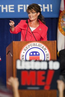 Sarah points during speech at RNC rally in FL