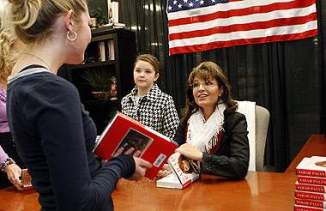 Sarah talks with young girl at Cinninati OH book signing