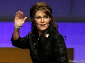 Sarah waves to crowd at RNCC dinner