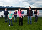 SPAlaska Photo of Palin family by lake