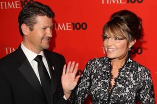 Closeup of Todd and Sarah at Time 100 gala - Sarah waving