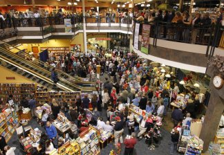 Crowd at Sarah's Lexington Book Signing