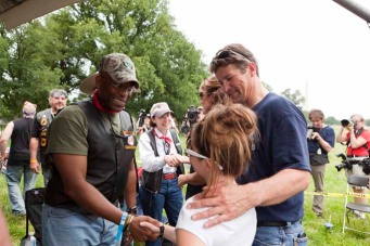 Piper shakes hands with Allen West at Rolling Thunder - Todd beside her