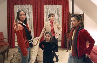 Sarah and daughters inspect room at Governors Mansion