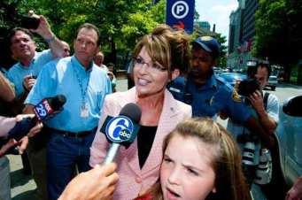 Sarah Palin Visits Philadelphia's Liberty Bell