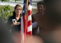 Sarah-Palin-Saluting-American-Flag