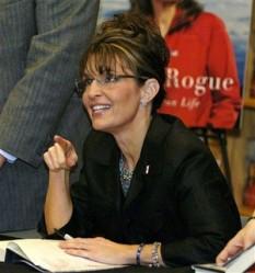 Sarah pointing and smiling at Orlando Book Signing