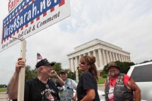 Sarah talks to Vets4Sarah founder OP Ditch at Rolling Thunder rally
