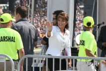 Sarah waving on stage at Restoring Honor rally