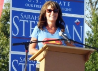 Closeup of Sarah at podium at Steelman rally