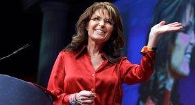 Sarah at CPAC 2012 waving and grinning