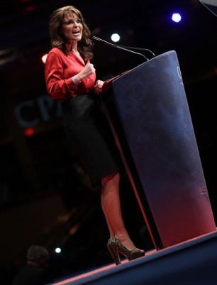 Sarah behind podium at CPAC