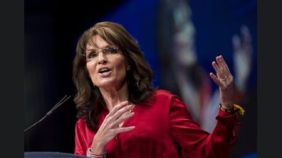 Sarah gesturing at CPAC event