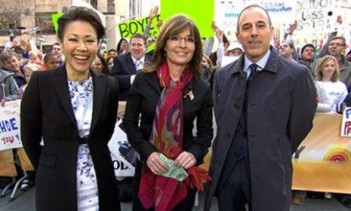 Sarah outside with Today Show Co-Hosts