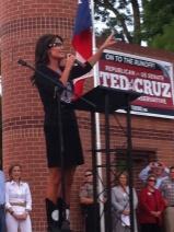 Sarah raises her hand as she speaks at Ted Cruz rally