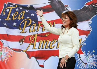 Sarah waves to crowd before speaking at Iowa Tea Party rally 2011