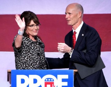 Sarah welcomed to stage by Governor Rick Scott in Orlando - 11-03-11