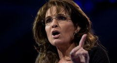 Sarah holds up finger during 2013 NRA Convention speech - Closeup