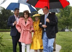 Sarah-Todd-Marylou Whitney - John Hendrickson arriving at fundraiser for Headley-Whitney Museum in KY
