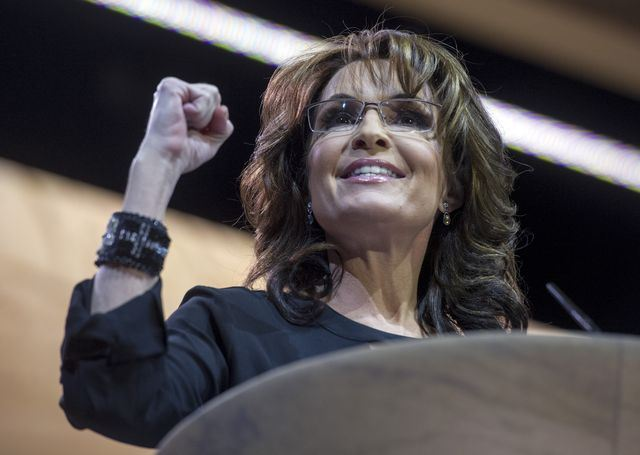 Sarah holding up fist at CPAC 2014